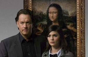 Tom Hanks and Audrey Tautou turn their backs on the incessant Mona.