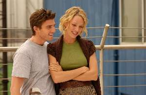 Bryan Greenberg teaches Uma Thurman the finger-up-the-bum move.